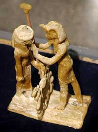 Восковые фигурки Рамзеса Х1 и Маат